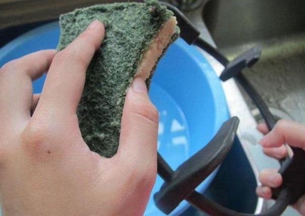 Как и чем чистить гриль от жира и нагара: лучшие средства для чугуна, эмали и других материалов