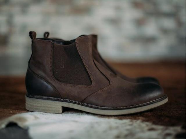Как ухаживать за обувью из нубука: чистим ботинки в домашних условиях