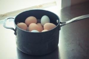 Как быстро почистить яйцо – 3 с половиной способа