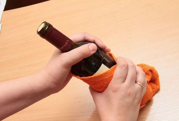 Как открыть вино штопором и без штопора: лучшие подручные средства и способы