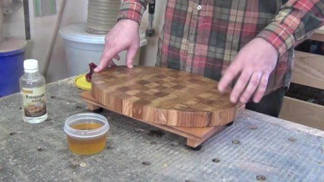Чем обработать деревянную разделочную доску перед использованием: подходящие средства для изделий из березы, дуба, бука, сосны
