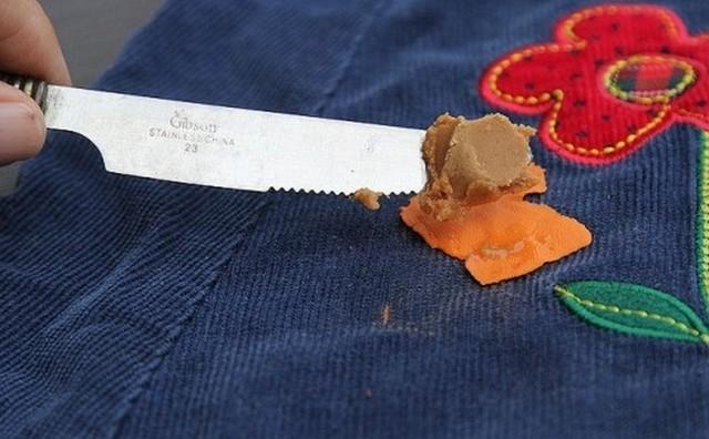 Как убрать жвачку с одежды в домашних условиях, если она прилипла к штанам или брюкам