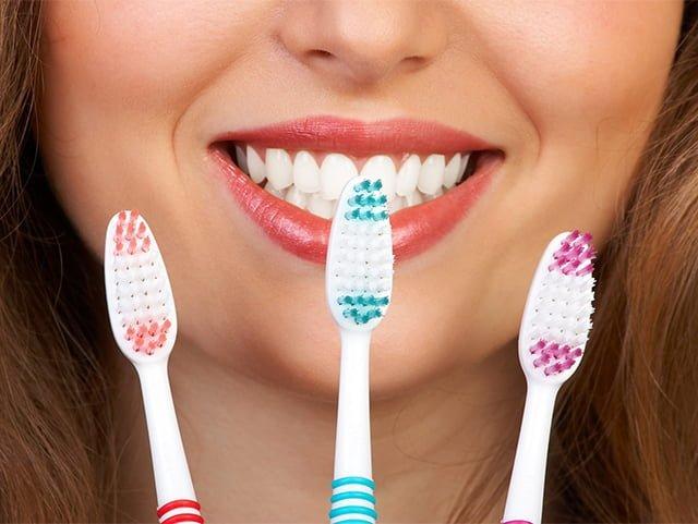 Как правильно чистить зубные щетки и ухаживать за электрощеткой – мыть мылом или нет