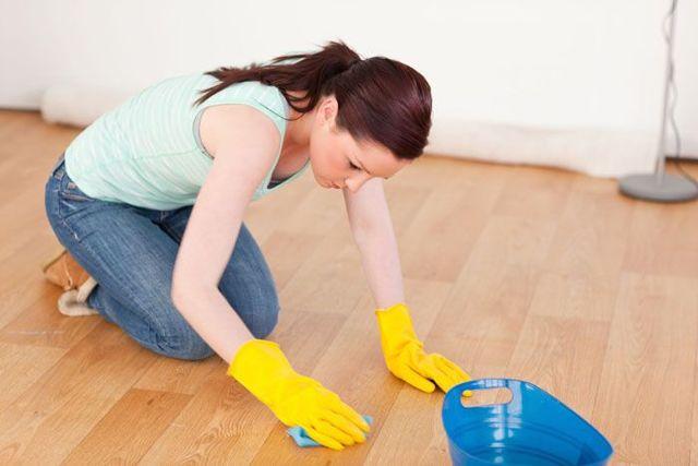 Как и чем отмыть морилку с рук, линолеума и пластика: народные советы