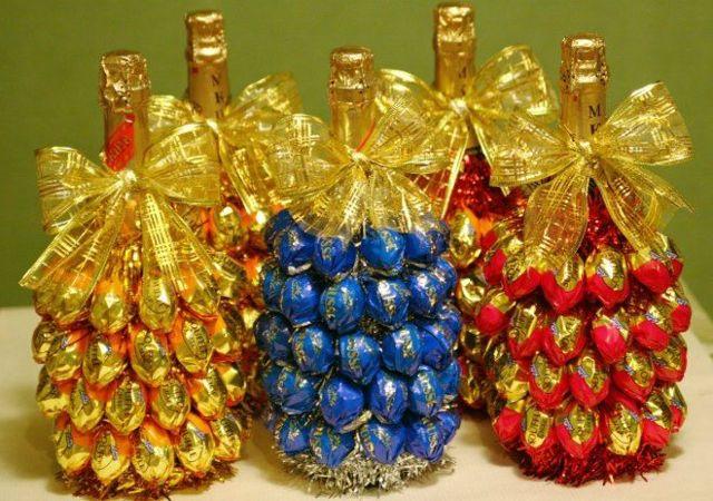 Шампанское, украшенное конфетами: делаем сами популярную новогоднюю композицию