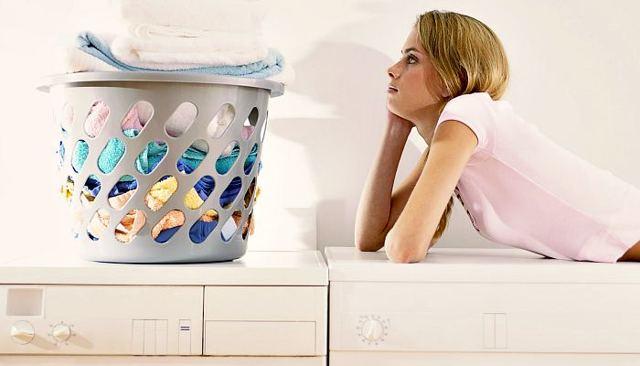 Как отстирать кровь с белой и цветной одежды, коврового покрытия, обивки мебели?