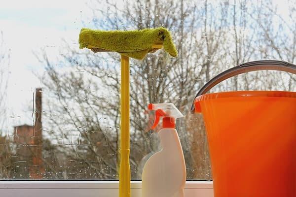 Зачем мыть полы с солью: очищаем дом от негативной энергии, избавляемся от нищеты