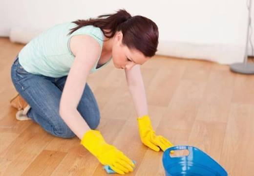 Чем отмыть зеленку с линолеума: только эффективные средства