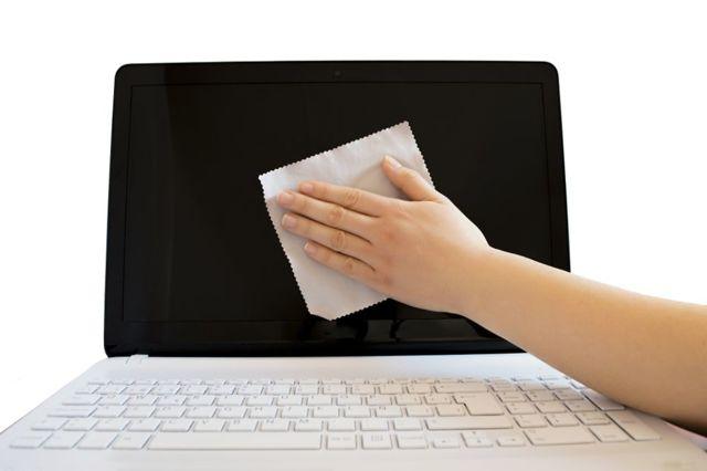 Как почистить экран ноутбука в домашних условиях?