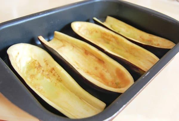 Как вымачивать баклажаны от горечи перед приготовлением: соленая вода, молоко, кипяток и другие способы