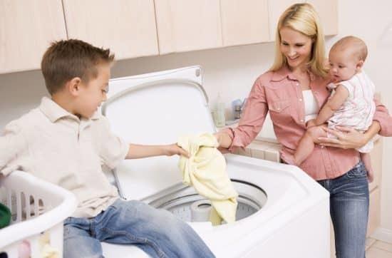 Можно ли стирать взрослые вещи детским порошком, чем он лучше обычного?