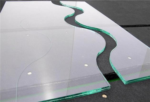 Как отрезать зеркало стеклорезом, не имея навыков?