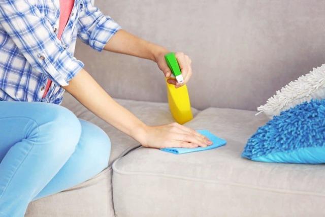 Чем и как почистить белый кожзам в домашних условиях: чистка дивана из экокожи