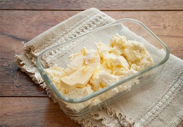 Можно ли хранить творог в морозилке: правила