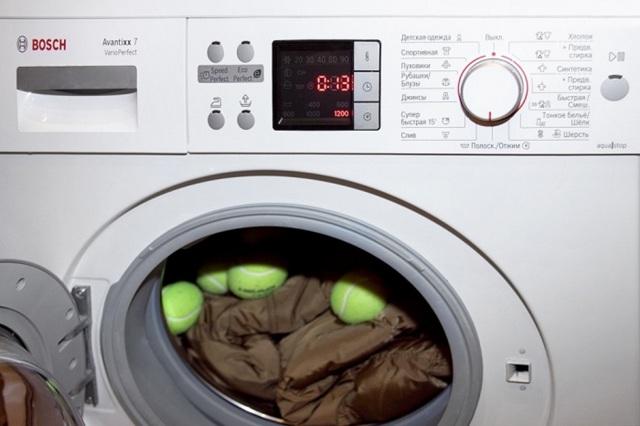 В каком режиме стирать пуховик в стиральной машине, чтобы он не потерял вид