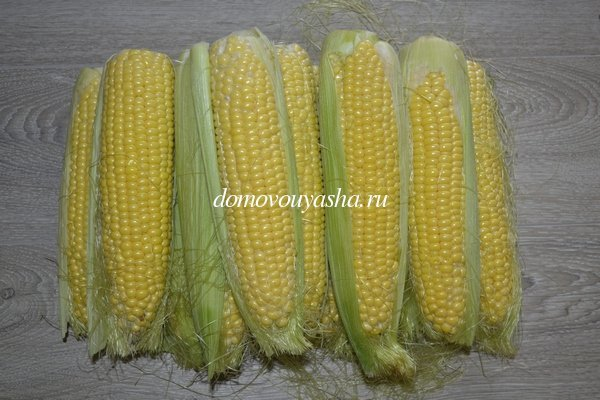 Как хранить кукурузу в свежем и вареном виде или заморозить на зиму?