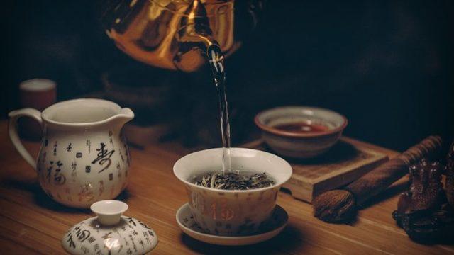 Почему в чайник нельзя наливать горячую воду и воду из-под крана: ответы врачей
