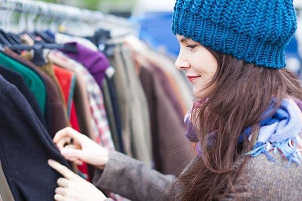 Как убрать запах секонда с одежды в домашних условиях?