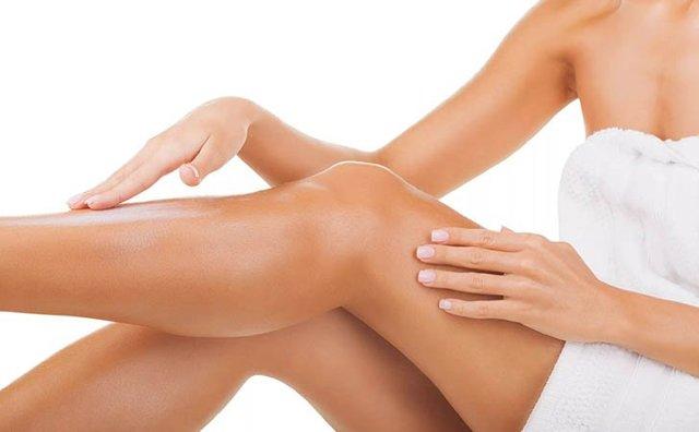 Чем и как отмыть воск для депиляции с кожи и без следов?