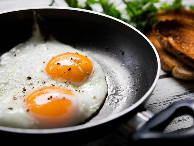 Как правильно хранить яйца в холодильнике: оптимальный срок и условия