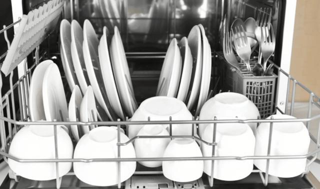 Как загружать посуду в посудомоечную машину по всем правилам?