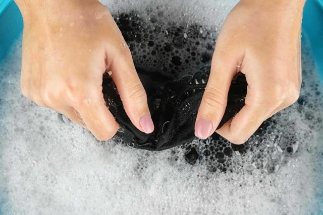 Ручная стирка: как правильно стирать вещи руками?