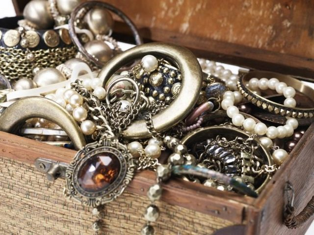 Как почистить позолоченное серебро в домашних условиях: лучшие средства