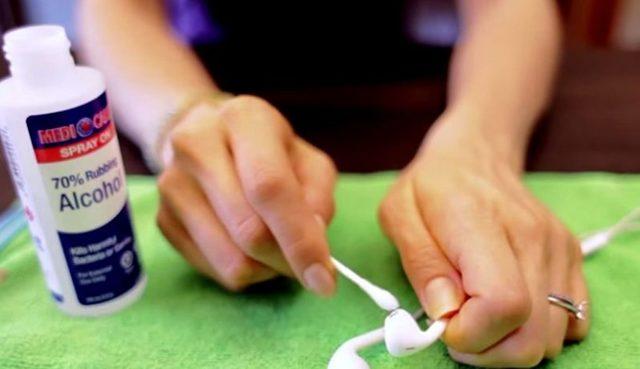Как почистить наушники от серы: полезные советы