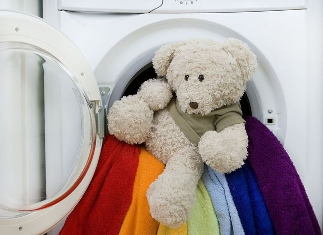 Как стирать большие мягкие игрушки: оптимальные варианты