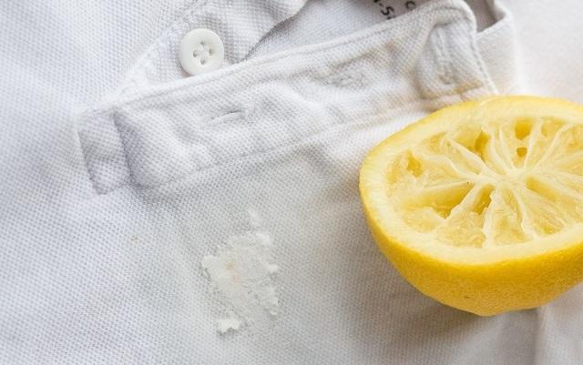 Как отстирать вишневый сок с белой и цветной одежды?