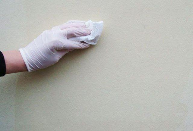 Чем и как вывести жирное пятно с обоев на кухне: убираем жирные пятна…