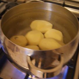 Как сварить картофель, чтобы он не разварился, – сколько варить и что добавить