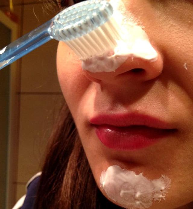 Что можно сделать из старых зубных щеток своими руками: поделки для детей, применение в уборке и для ухода за телом