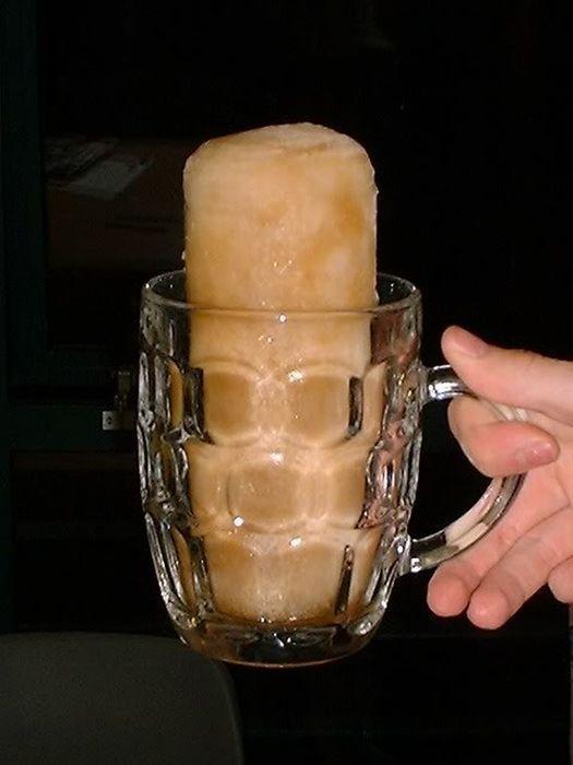Что делать, если пиво замерзло в морозилке: можно ли его пить, как правильно охлаждать пенное в банках и бутылках