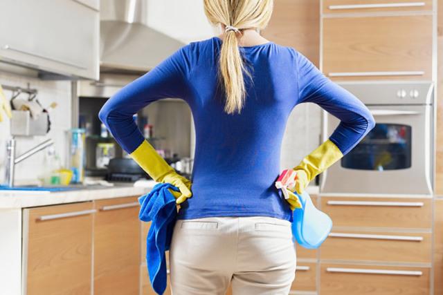 Чем отмыть фартук на кухне от жира: народные средства и бытовая химия