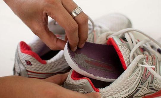 Можно ли стирать обувь в стиральной машине автомат: материалы, которые не пострадают
