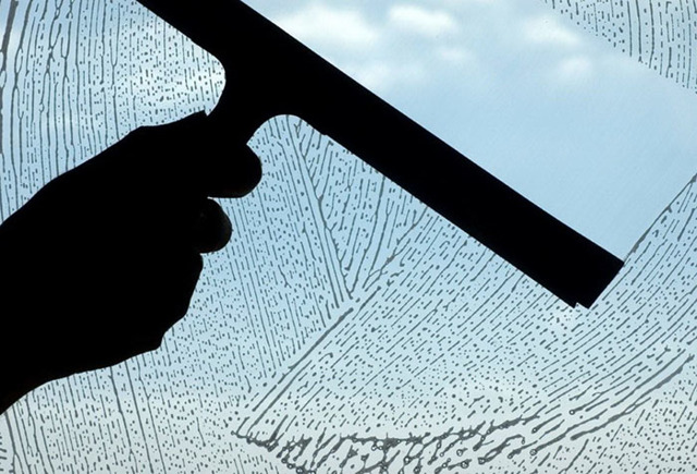 Мыть окна перекисью водорода: простая инструкция