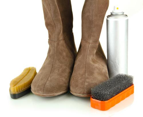 Как почистить замшевую обувь в домашних условиях – правила ухода за сапогами, кроссовками и туфлями