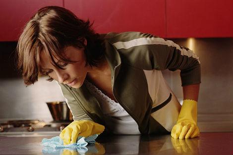 Как убрать следы от скотча с мебели и других поверхностей?