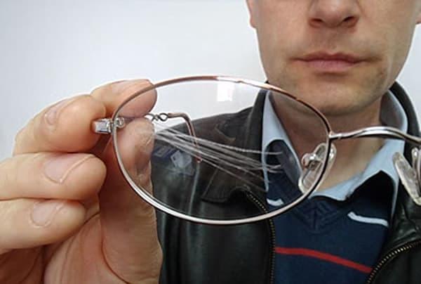 Как убрать царапины на стекле: средства и этапы работы
