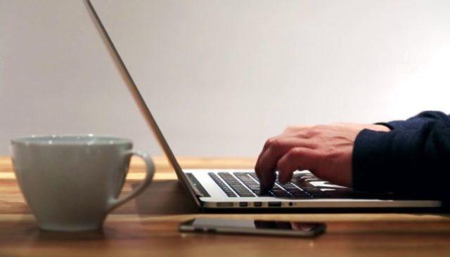 Как почистить клавиатуру ноутбука в домашних условиях от пыли и грязи