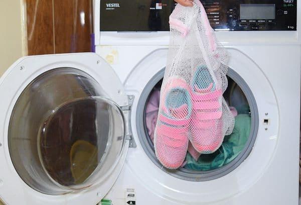 Как стирать кроссовки в домашних условиях, отбелить подошву: ручная и машинная стирка