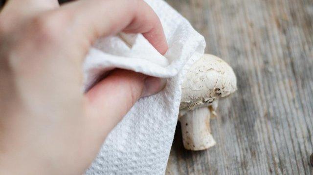 Как чистить шампиньоны перед жаркой, варкой, запеканием?