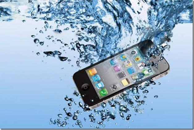 Что делать, если телефон упал в воду: рекомендации и основные ошибки