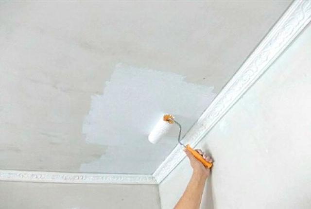 Как убрать желтые пятна на потолке: 5 лучших способов