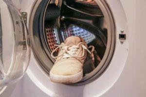 Как стирать берцы и бутсы в стиральной машине и стоит ли это делать