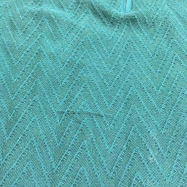 Как убрать затяжки на одежде: инструкция по устранению зацепок на синтетике, трикотаже, джинсах