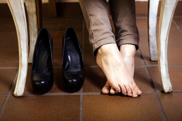 Касторовое масло для обуви из кожи: применение для смягчения, защиты от промокания и реагентов