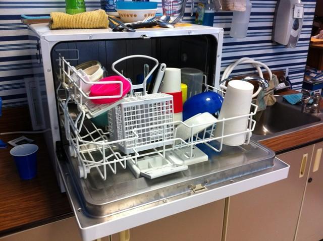 Можно ли стирать кроссовки в посудомоечной машине: советы хозяйкам