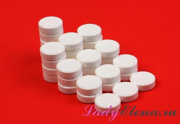 Как с помощью аспирина вывести пятна от пота, крови, соков и ягод?